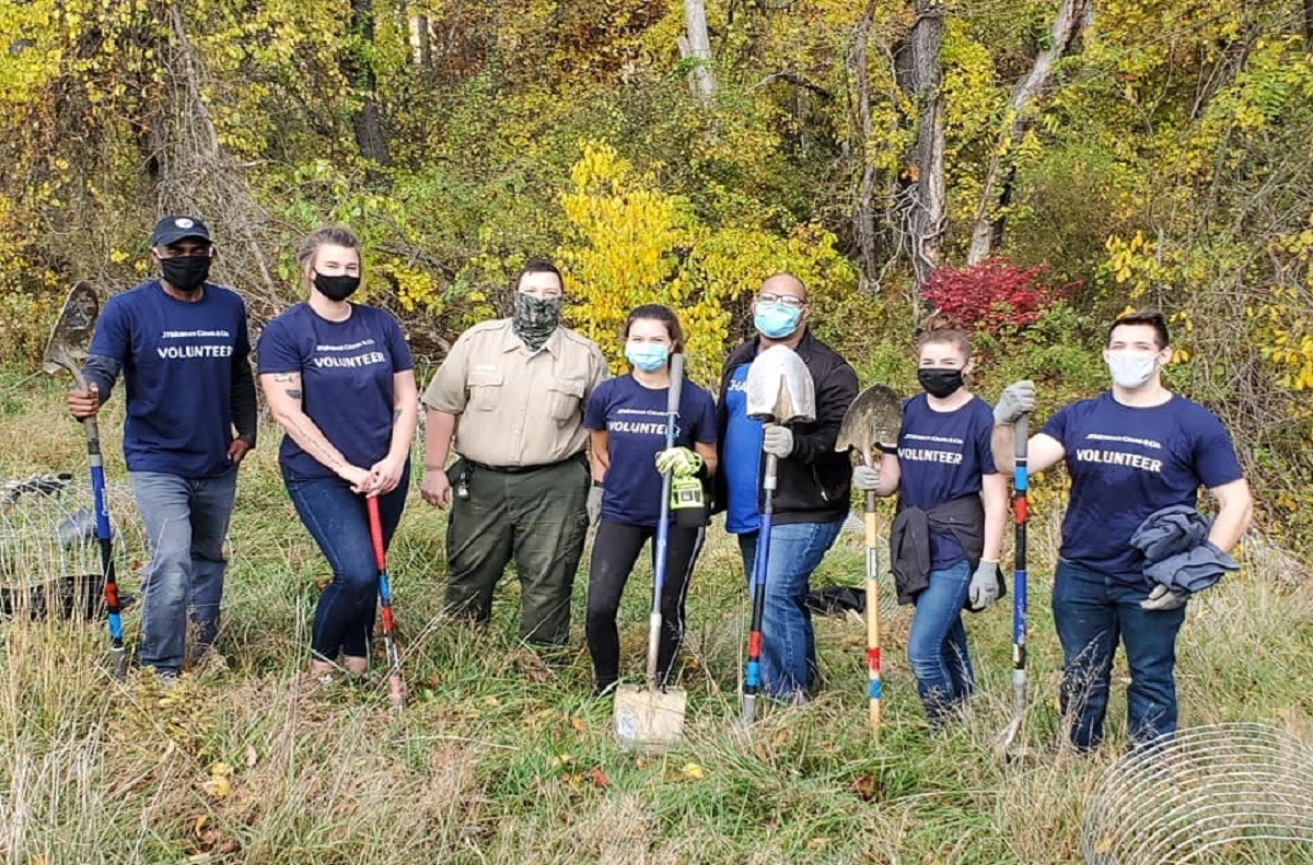 Hartwood Acres volunteers